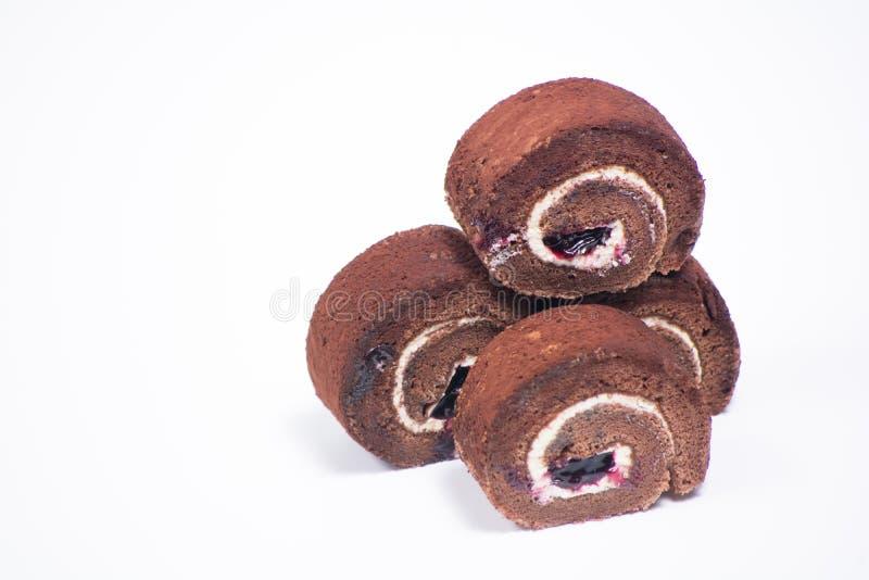 Очень вкусный крен шоколада в плите на белой предпосылке стоковое изображение