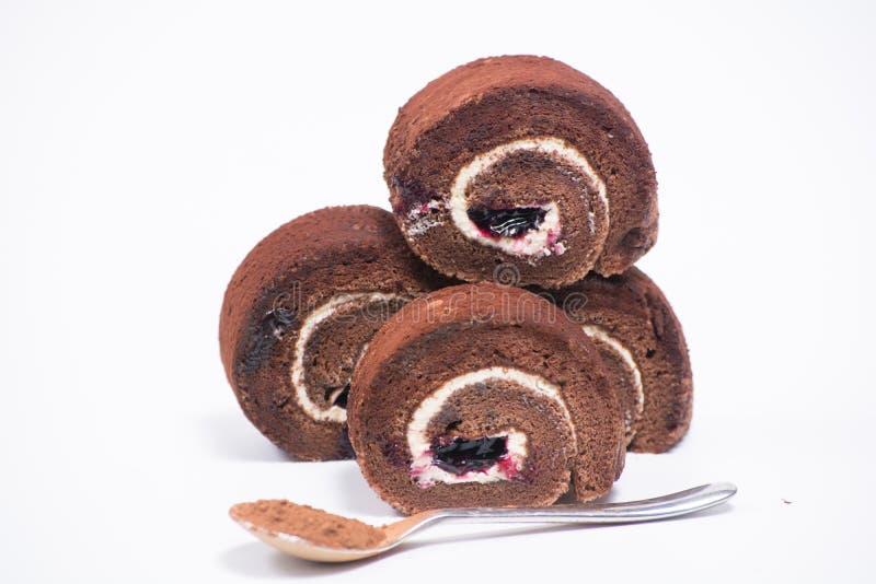 Очень вкусный крен шоколада в плите на белой предпосылке стоковая фотография rf
