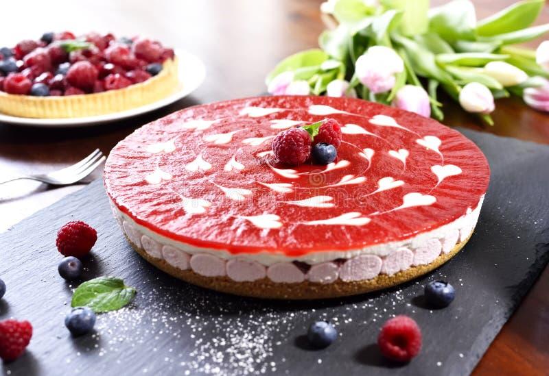 Очень вкусный пирог торта и плодоовощ клубники стоковое изображение