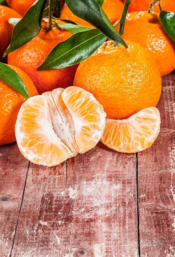 Очень вкусный свежий, который слезли tangerine или мандарин стоковые изображения