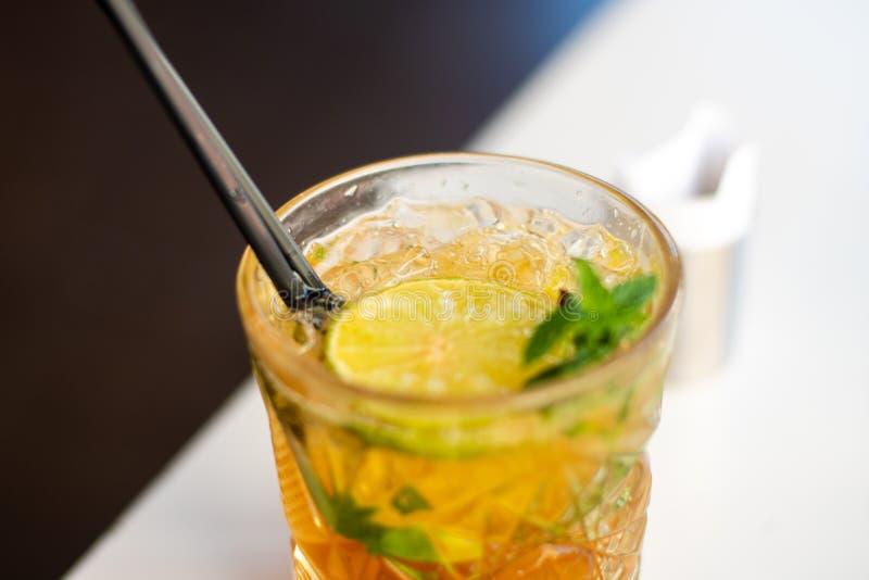 Очень вкусный спиртной коктейль Mojito стоковые изображения rf