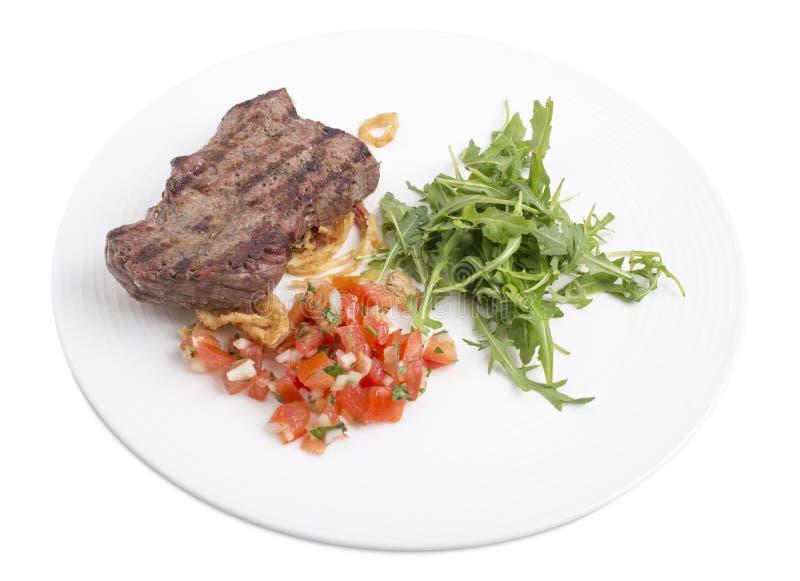 Очень вкусный стейк говядины с arugula в белой плите стоковые изображения rf