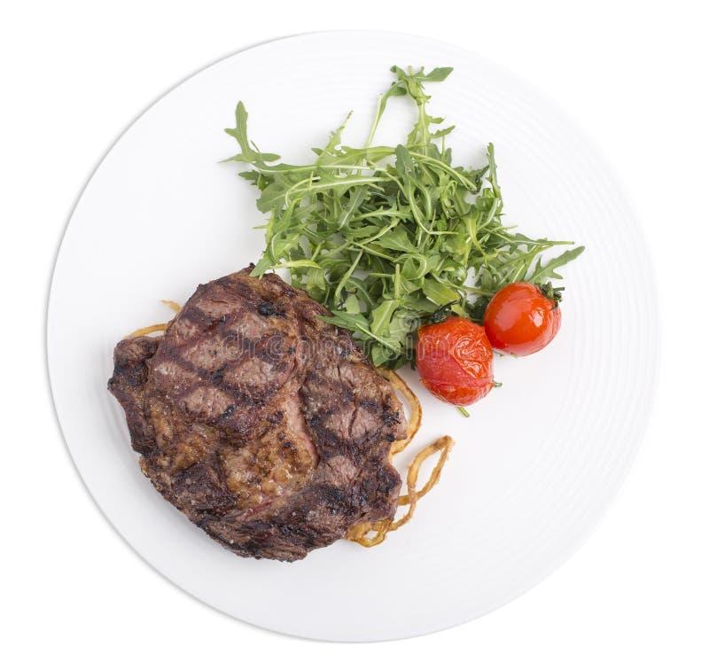 Очень вкусный стейк говядины с arugula в белой плите стоковая фотография