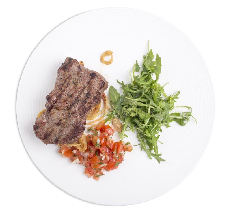 Очень вкусный стейк говядины с arugula в белой плите стоковые фотографии rf