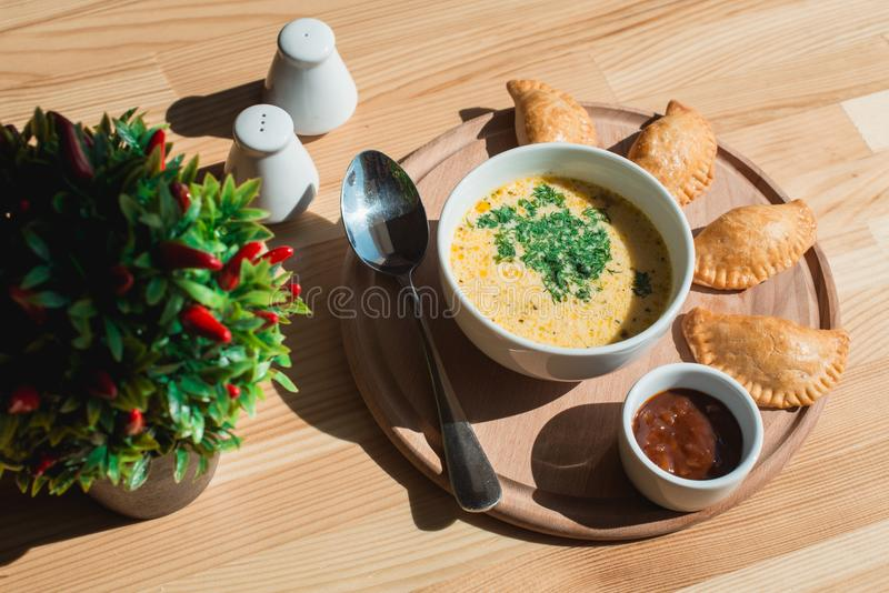 Очень вкусный суп сливк цыпленка от шеф-повара стоковые фотографии rf