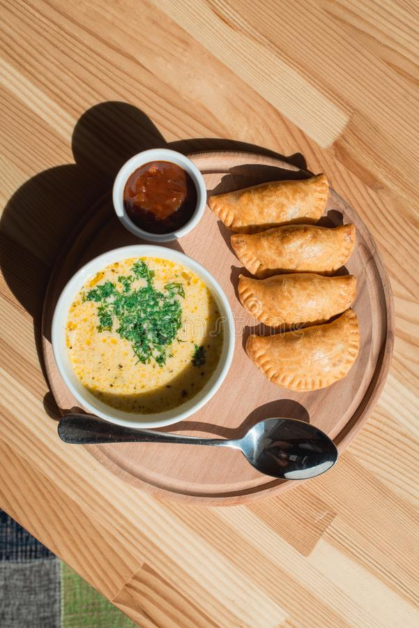 Очень вкусный суп сливк цыпленка от шеф-повара стоковое фото
