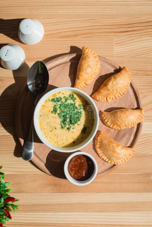 Очень вкусный суп сливк цыпленка от шеф-повара стоковые изображения