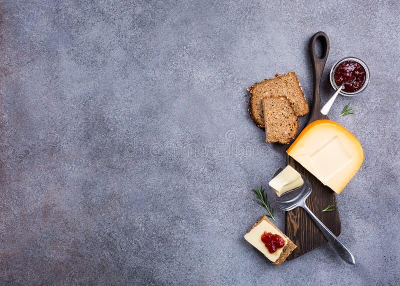 Очень вкусный сыр гауда стоковое изображение
