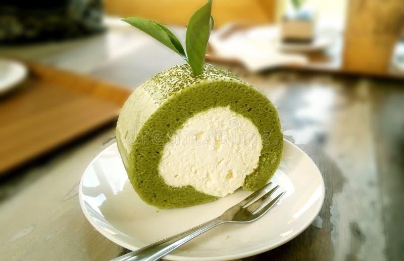 Очень вкусный сладостный торт крена зеленого чая стоковое изображение