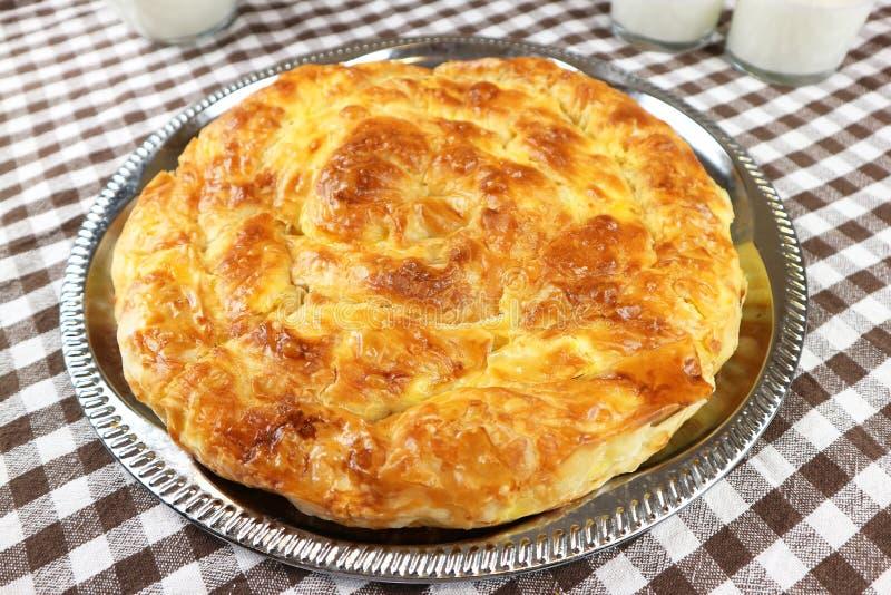 Очень вкусный традиционный домодельный завтрак banica стоковое изображение