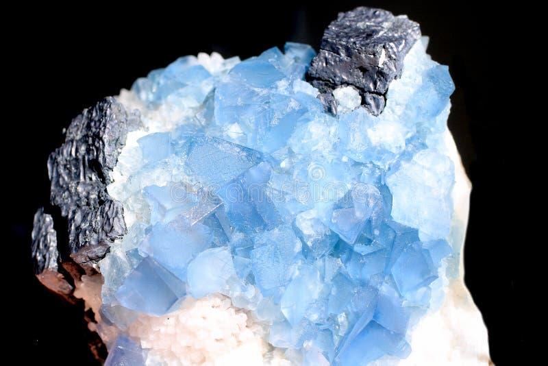 Очень красивый и редкий голубой фторит с сфалеритом стоковые фото