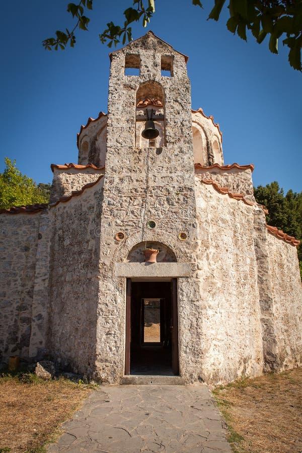 Очень старая малая правоверная христианская церковь на острове Родоса стоковые фото