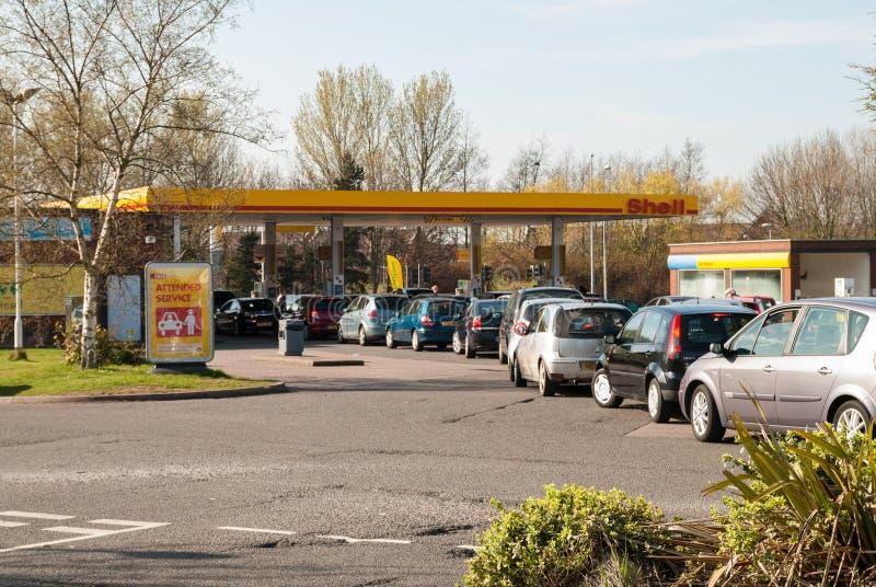 очереди Великобритания топлива длинние стоковая фотография rf