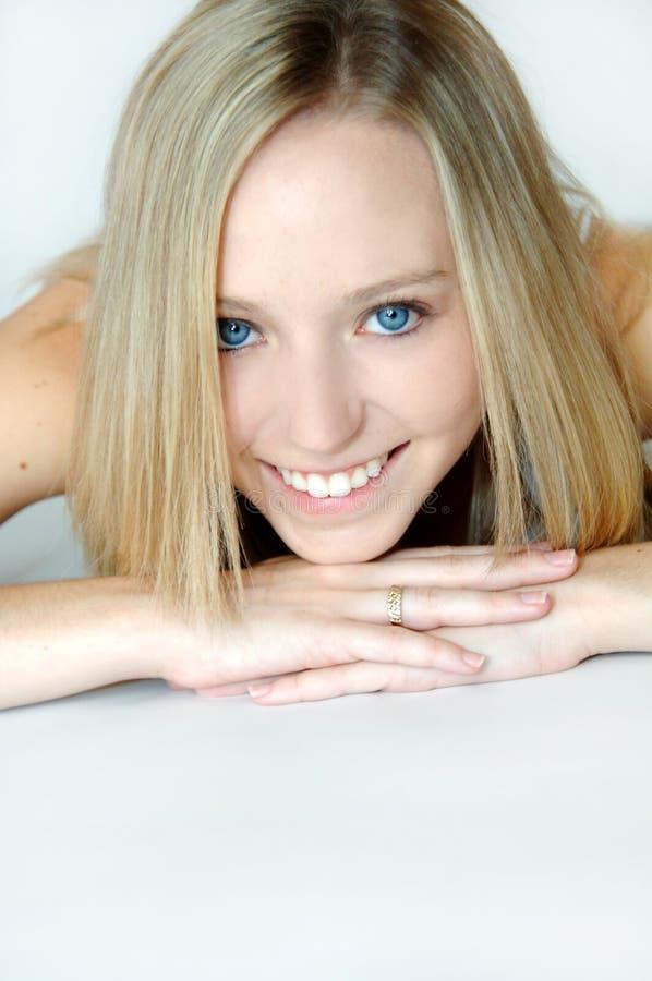 Download очистьте женщину стороны довольно Стоковое Фото - изображение насчитывающей бобра, кожа: 6859956