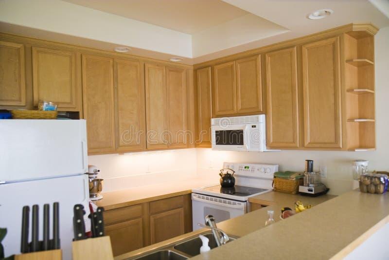 очистьте кухню самомоднейшую стоковое изображение