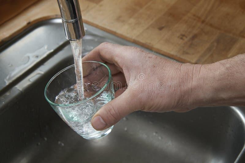 очистьте питьевую воду стоковые фотографии rf