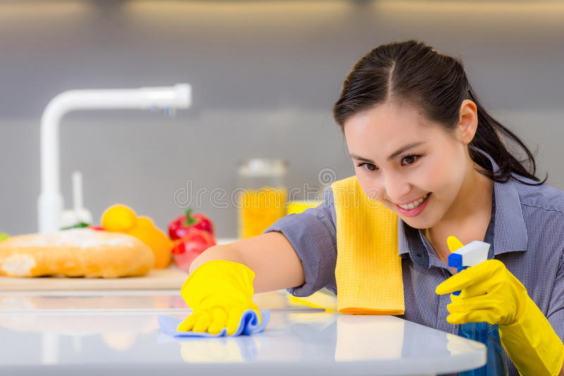 Очищать в кухне стоковое изображение