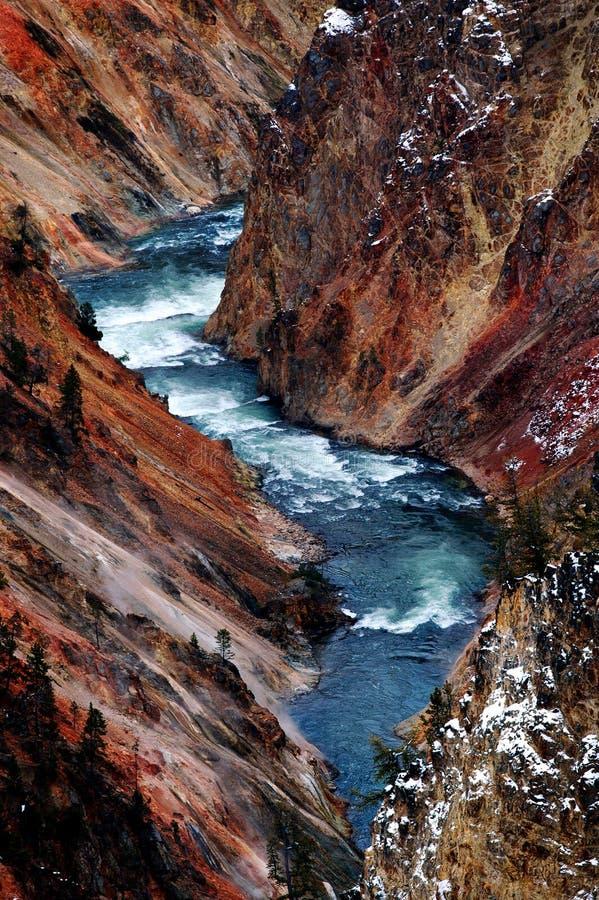 Очищенность потока реки пропуская чистая вниз трясет стоковые фото
