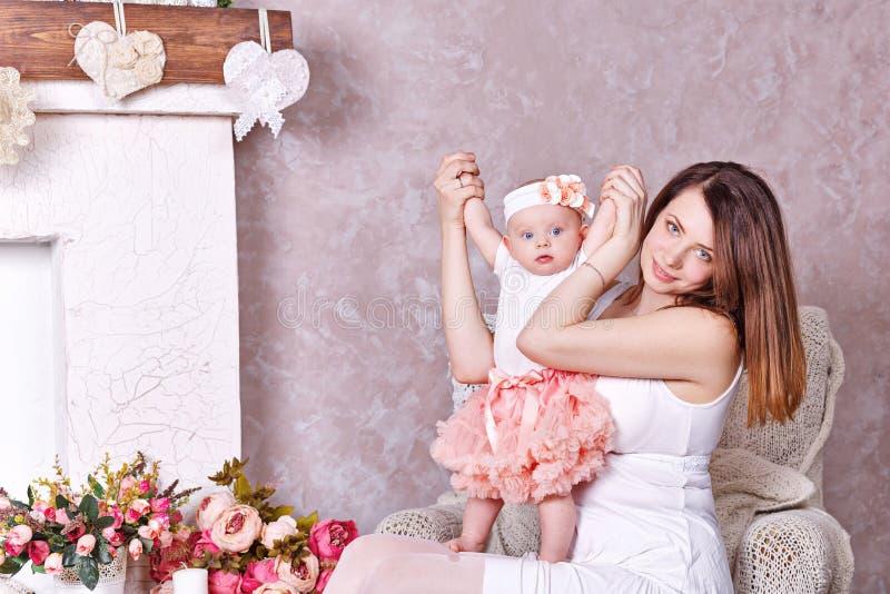 дочь ее маленький играть мати стоковая фотография rf