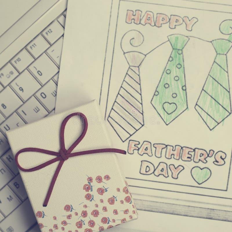 Оягнитесь поздравительная открытка чертежа для для счастливого отца стоковая фотография