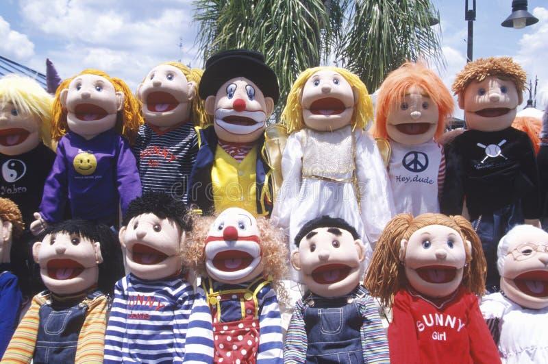 Одеванные куклы на привлекательности обочины стоковое изображение