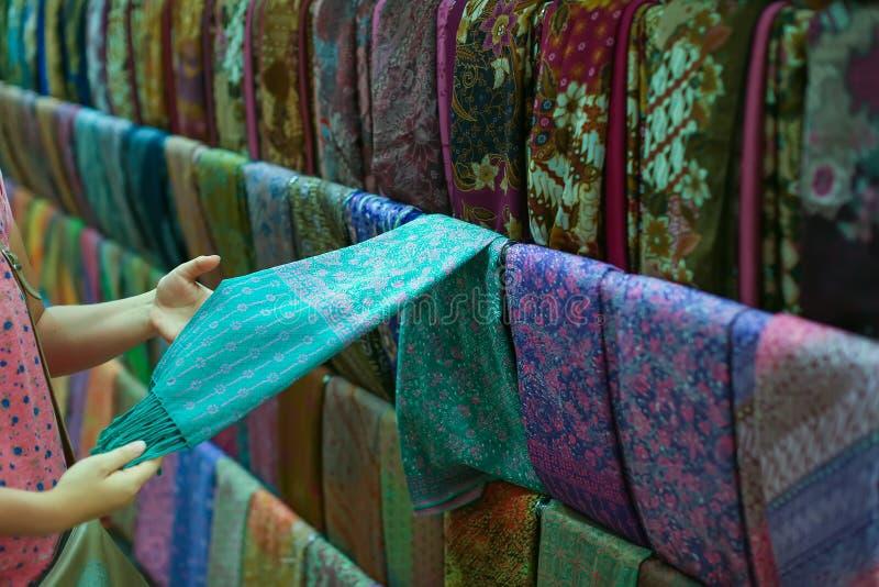 Одежда в магазине стоковое фото rf