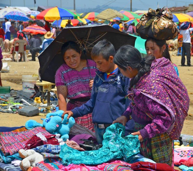 Одежда продажи людей стоковая фотография rf