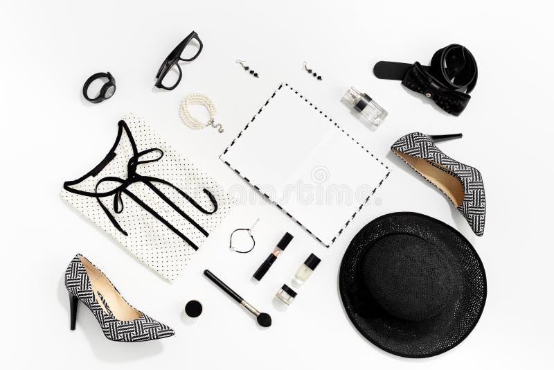 Одежды и аксессуары женщин черно-белой моды стильные стоковая фотография