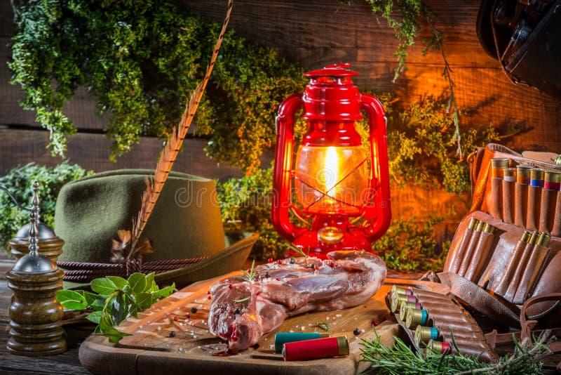 Download Оленина подготовленная для жарить в духовке в ложе охотника Стоковое Фото - изображение насчитывающей amiga, closeup: 40586790