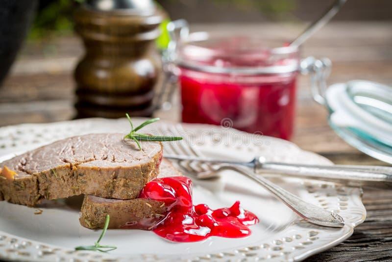 Download Оленина с соусом клюквы стоковое фото. изображение насчитывающей еда - 40586608