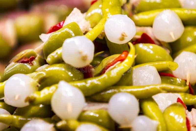 Оливки с луком и перцем стоковое изображение