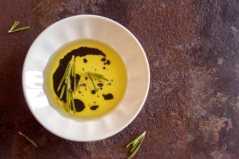 Оливковое масло с специями стоковые фотографии rf