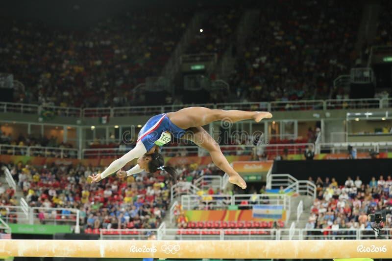 Олимпийские желчи Simone чемпиона Соединенных Штатов состязаясь на коромысле на ` s женщин все-вокруг гимнастики на Рио 2016 стоковые изображения