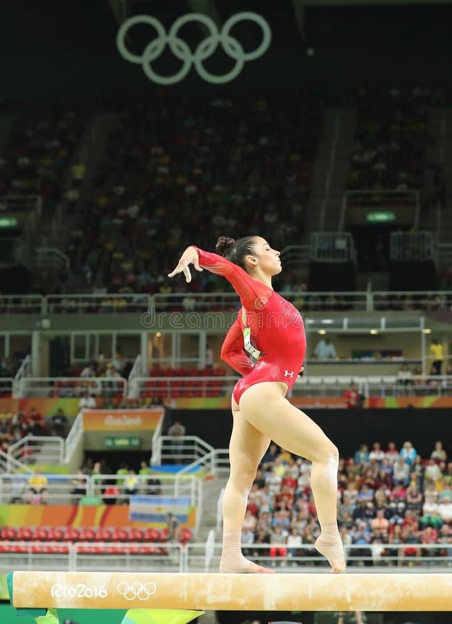 Олимпийский чемпион Aly Raisman Соединенных Штатов состязается на коромысле на женщинах все-вокруг гимнастики на Рио 2016 стоковые изображения