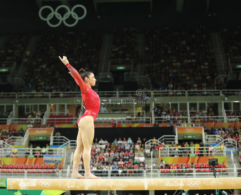 Олимпийский чемпион Aly Raisman Соединенных Штатов состязается на коромысле на женщинах все-вокруг гимнастики на Рио 2016 стоковое фото rf