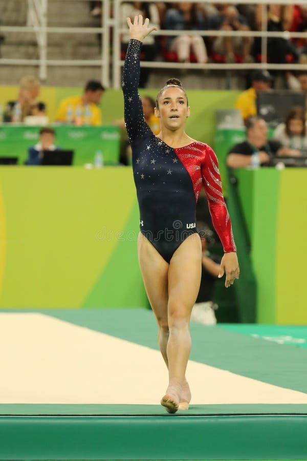 Олимпийский чемпион Aly Raisman США после состязаться на вольных упражнениях на женщинах все-вокруг квалификации гимнастики стоковое фото