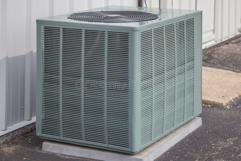Одиночный блок теплового насоса стоковая фотография rf