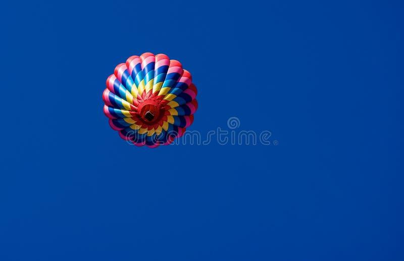 Одиночный горячий воздушный шар стоковые фотографии rf
