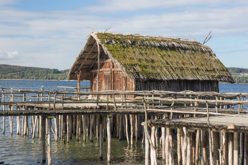 Одиночный дом ходулей стоковые фото