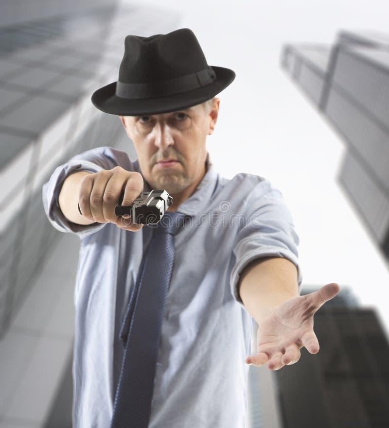 Фото уходящего человека гангстера