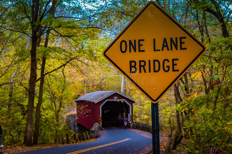 Один знак моста майны на крытом мосте мельницы Kurtz стоковые изображения