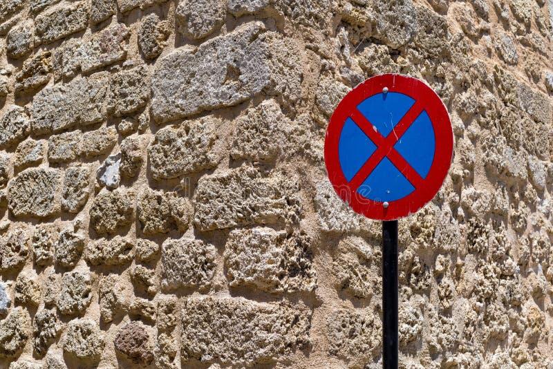 Один знак улицы стоп запрещен стоковые фото