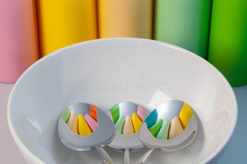Download Один керамический шар и 3 ложки Стоковое Фото - изображение насчитывающей кухня, бумага: 37925710