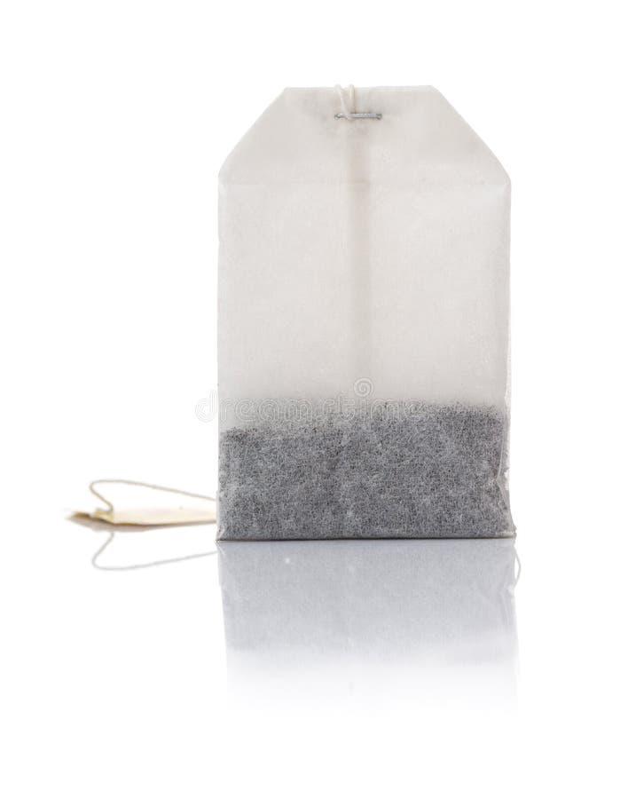 Один пакетик чая с отражением стоковое фото