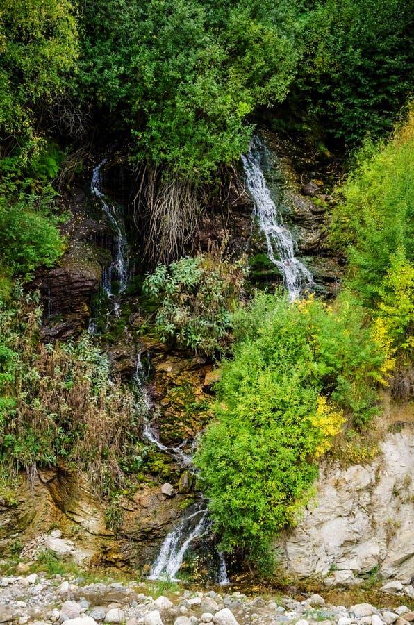 Одичалый водопад в долине Chegem стоковое фото