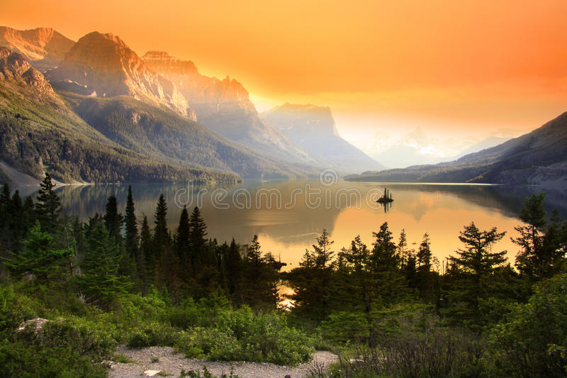 Озеро Mary святой стоковые фотографии rf