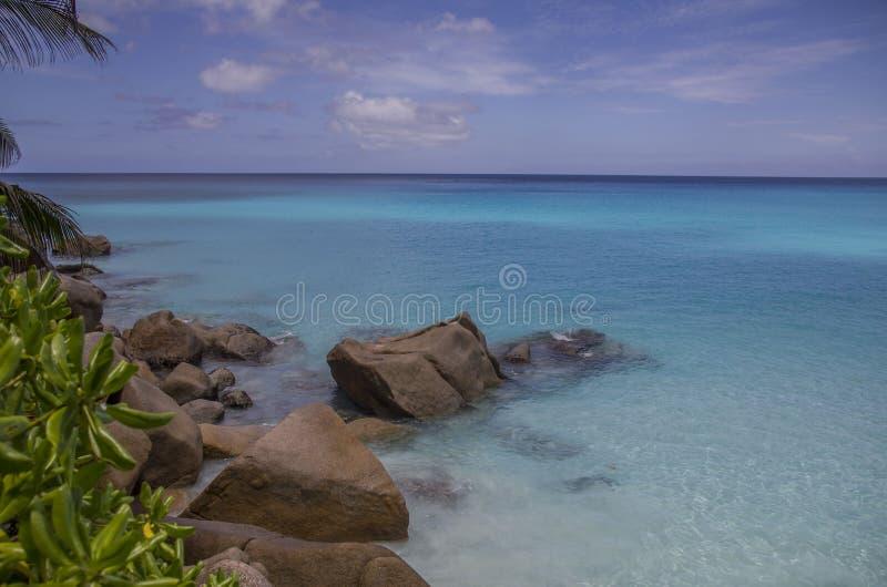 Одичалый пляж в Сейшельских островах стоковое изображение rf