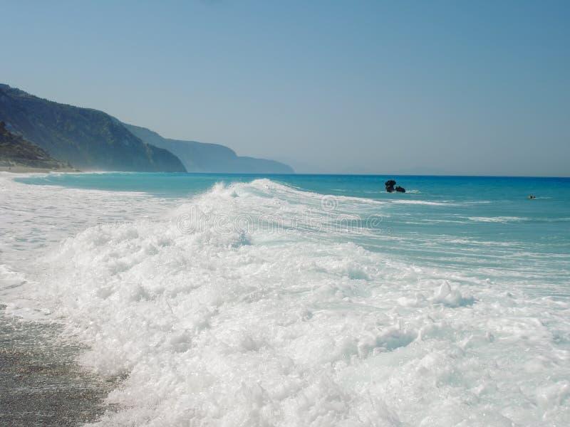 Одичалый пляж на острове лефкас стоковые изображения rf