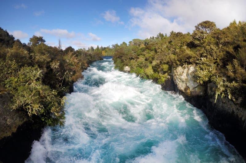 Одичалый спеша поток Huka падает Новая Зеландия стоковые изображения rf