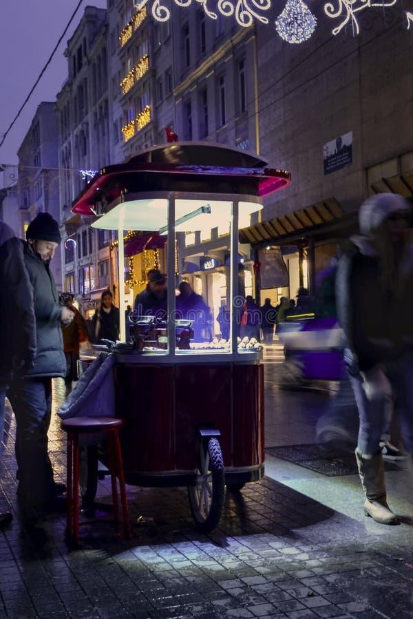 Одна из улицы Istiklal улицы Турции самой известной Indispensibl стоковые изображения rf